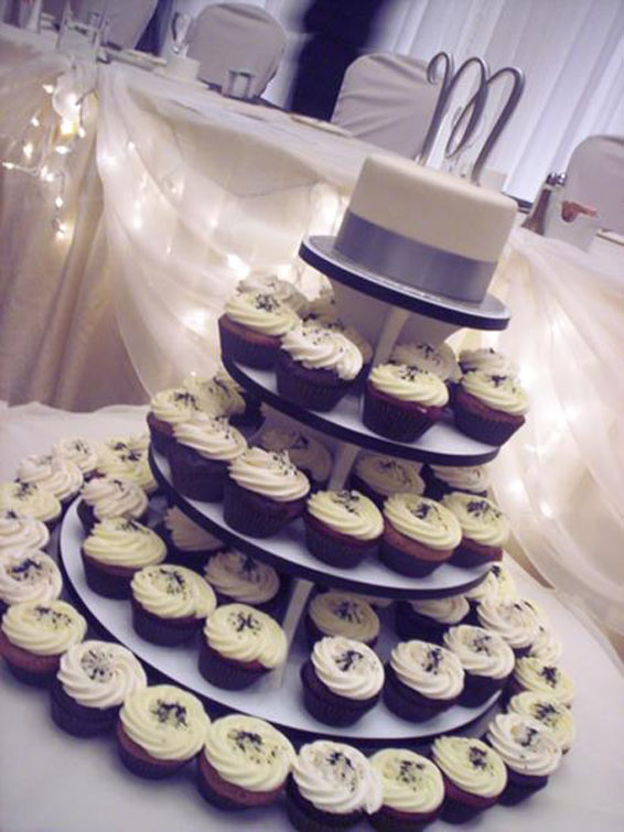Wedding Cupcakes & Topper Cake