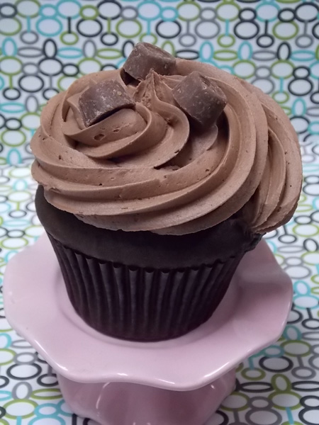 Rich chocolate cupcake with a Dulce de Leche filling and topped with milk chocolate buttercream and mini Rolos