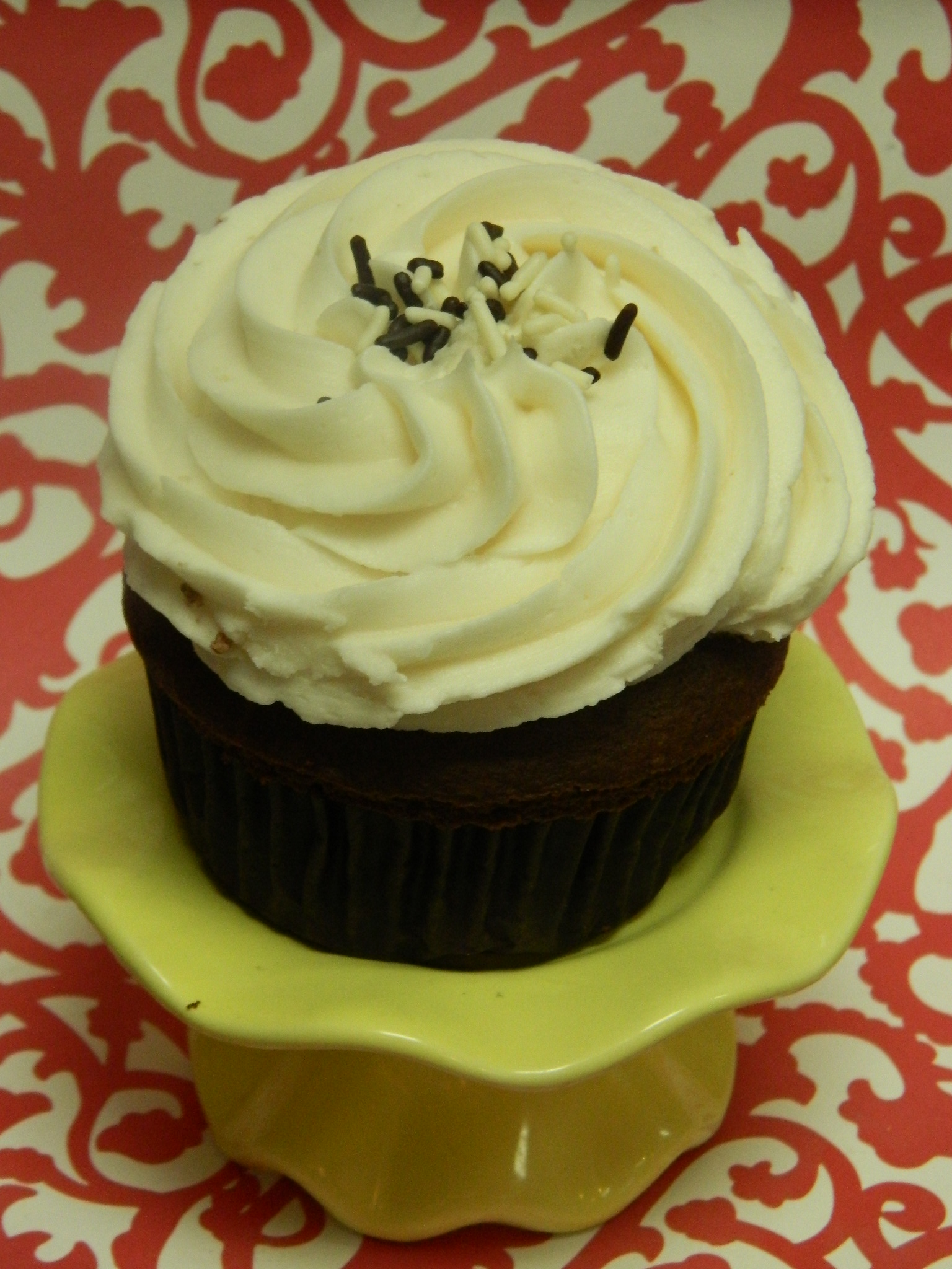Mocha Motion-Mocha cupcake topped with Madagascar vanilla buttercream and a sprinkling of mocha toffee